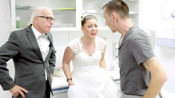 Bräutigam landet am Hochzeitsmorgen im Krankenhaus