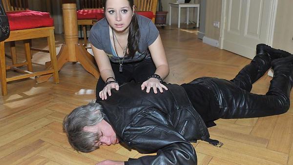 Tanja sucht das Gespräch mit Kurt