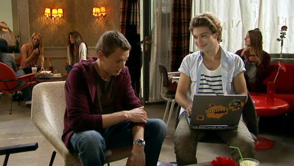 Vince und Zac schmieden Pläne...