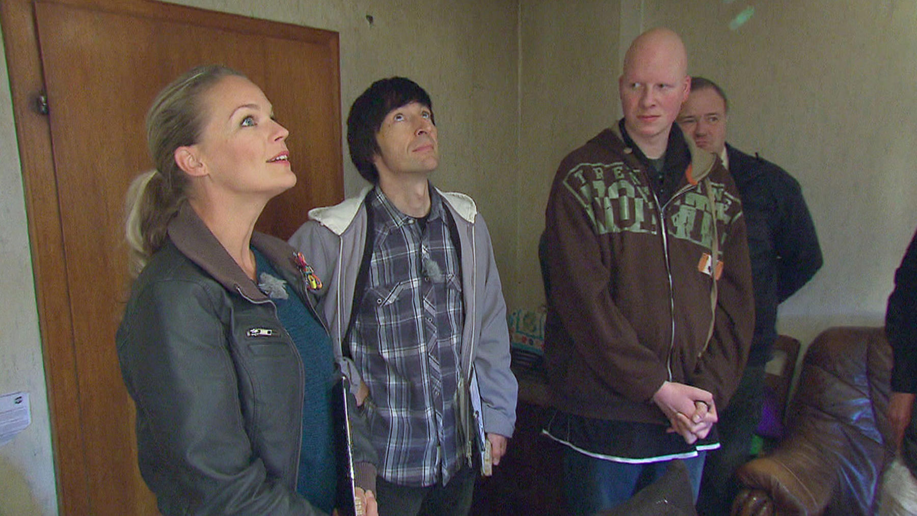 Eva, John und das Bauteam rücken an, um zu helfen | Folge 10