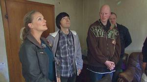 Eva, John und das Bauteam rücken an, um zu helfen